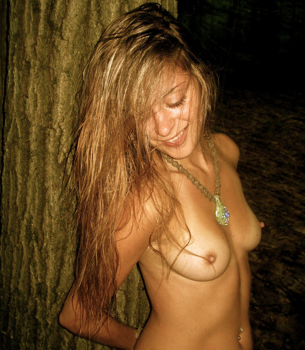 外国人女性の勃起乳首 27