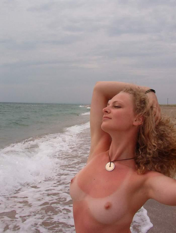 日焼け跡がクッキリの外国人素人 10