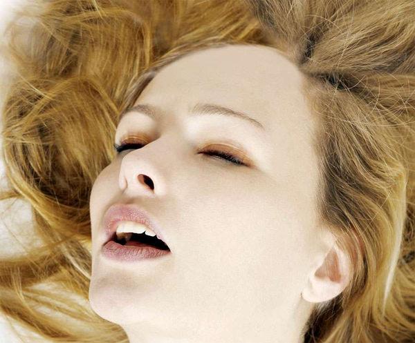 外国人美女の絶頂の瞬間のイキ顔 8