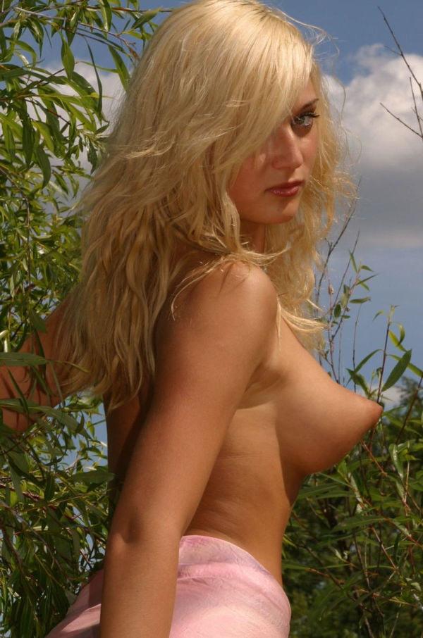 外国人美女のロケット乳 7