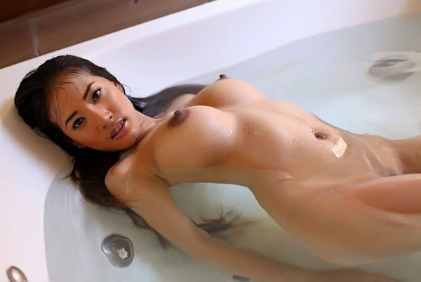 外国人美女のロケット乳 14
