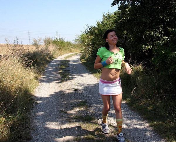 ジョギング中の外国人セクシー美女 6