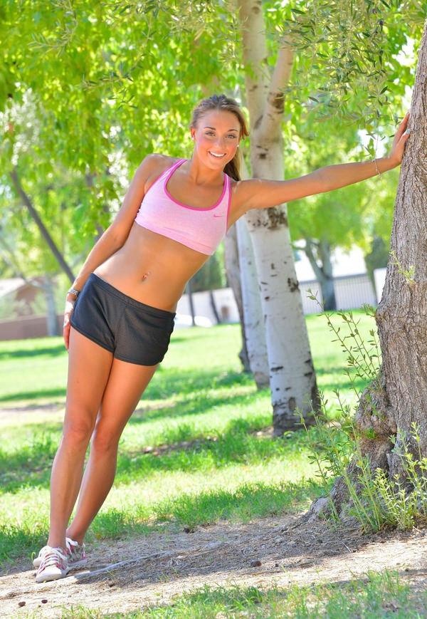 ジョギング中の外国人セクシー美女 37