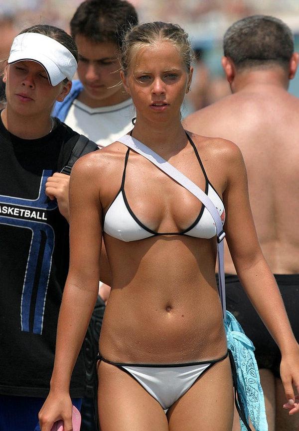 美乳の外国人素人の水着姿 10