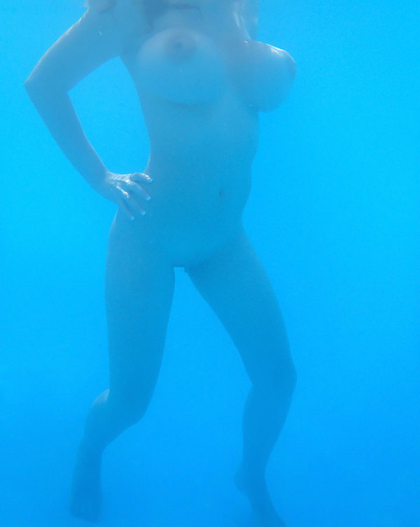 外国人の水中おっぱい 3