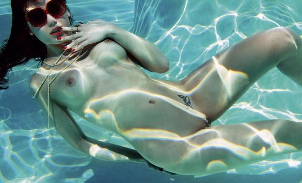 外国人の水中おっぱい 25