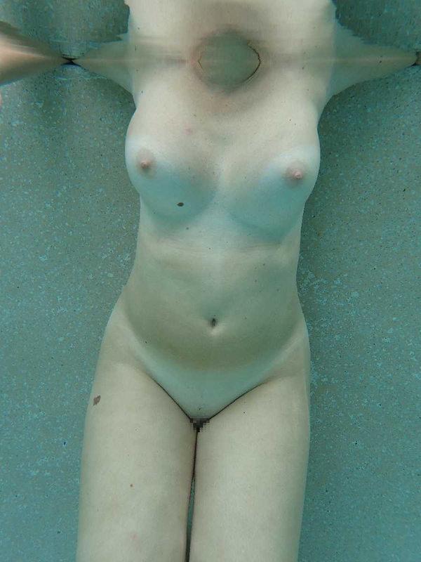 外国人の水中おっぱい 29