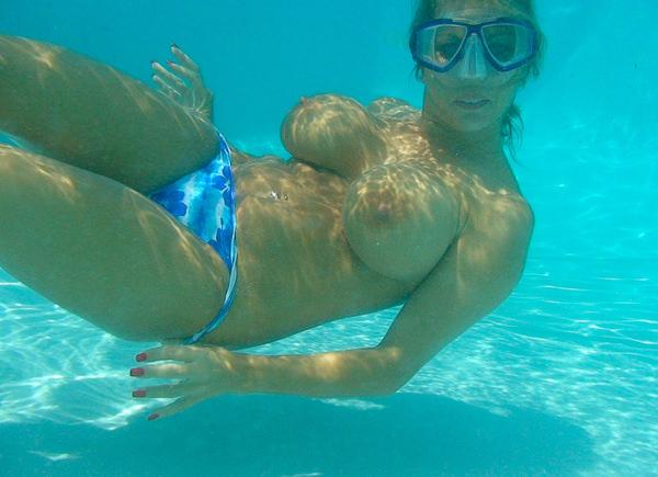 外国人の水中おっぱい 31