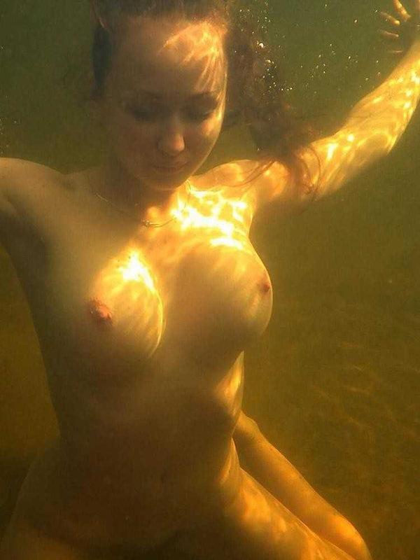 外国人の水中おっぱい 33