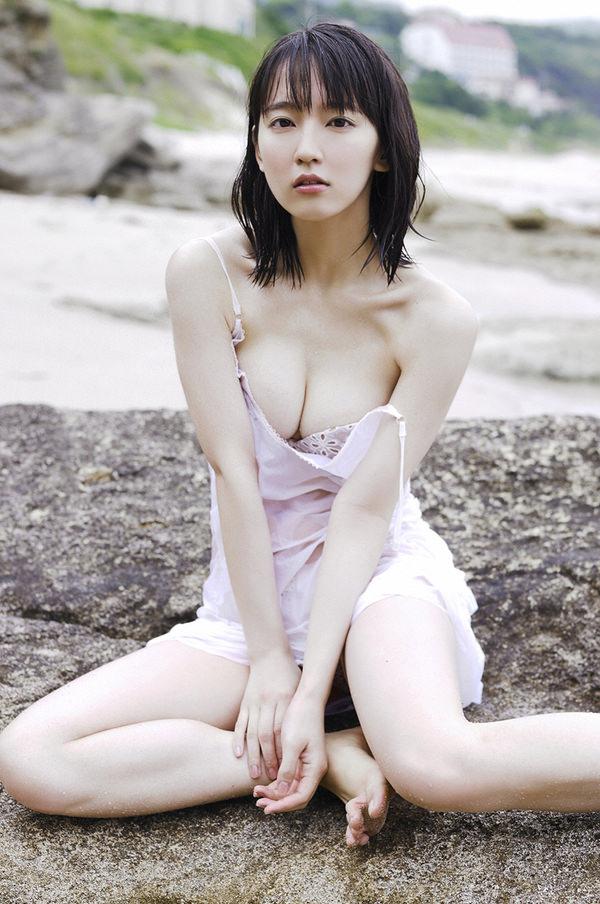 恵体グラドルの美巨乳 1