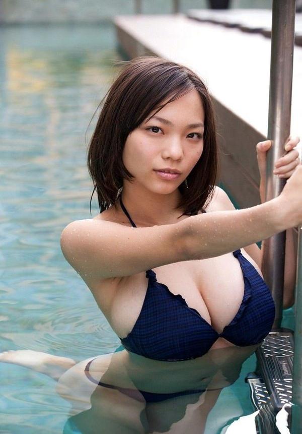 恵体グラドルの美巨乳 9