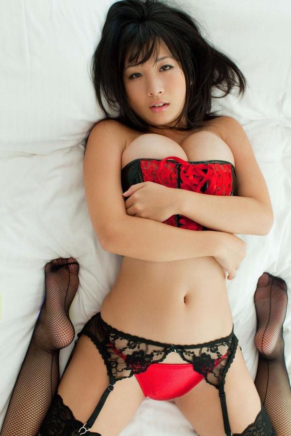 恵体グラドルの美巨乳 11