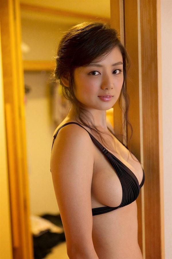 恵体グラドルの美巨乳 17