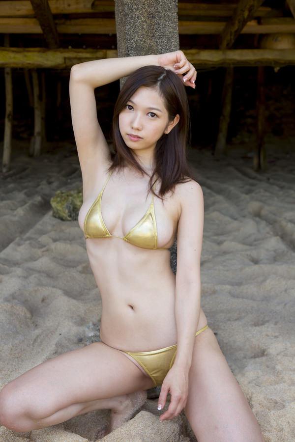恵体グラドルの美巨乳 29