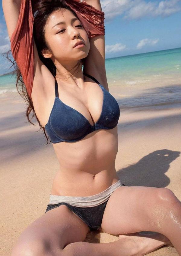 恵体グラドルの美巨乳 32