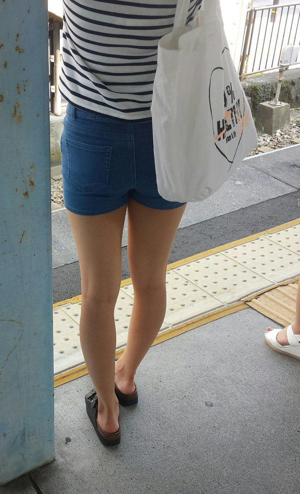 街撮りした素人の太もも・生脚 3