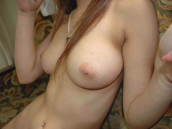 ピンク色の乳首をした素人の美乳 30
