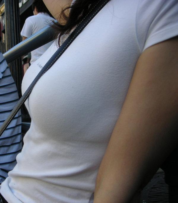 素人の白Tシャツの着衣巨乳 5