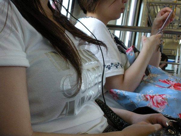 素人の白Tシャツの着衣巨乳 15