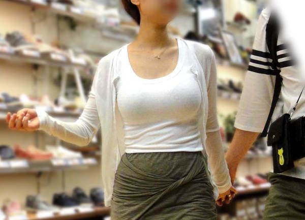素人の白Tシャツの着衣巨乳 18