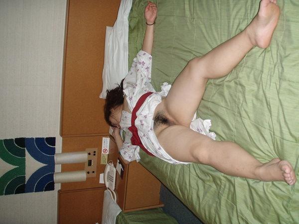 旅館で撮った素人のはだけた浴衣姿にムラムラが止まらん
