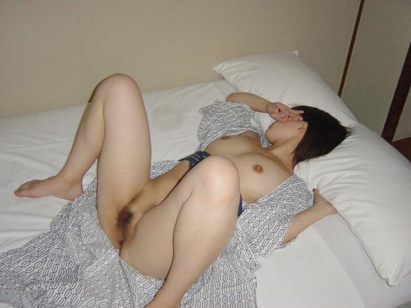 旅館で撮られた素人のはだけた浴衣姿 14