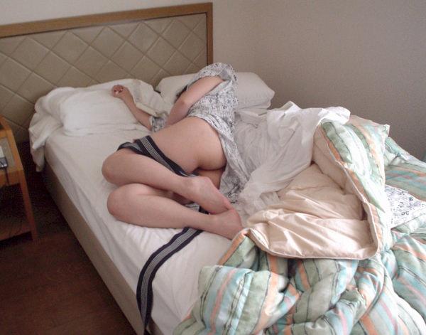 旅館で撮られた素人のはだけた浴衣姿 33