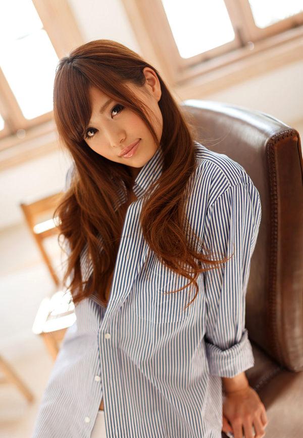 裸にYシャツを羽織ってる女の子 7