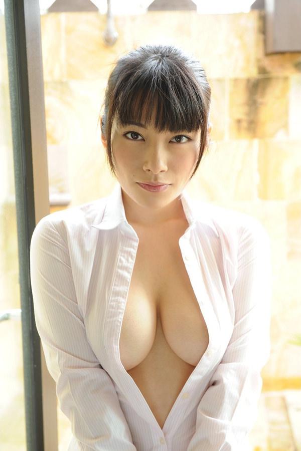 裸にYシャツを羽織ってる女の子 17