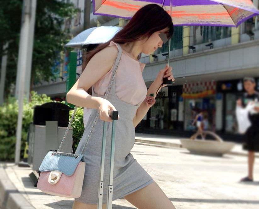 中国で街撮りした中国人シロウトの女子の生足が堪らんww