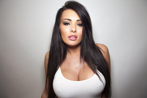 外国人女性がノーブラで透け乳首や濡れ透け乳首 21