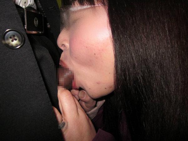 地味目な女の子のフェラ 5