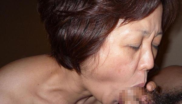 素人熟女のフェラ顔 12