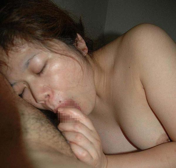 素人熟女のフェラ顔 17