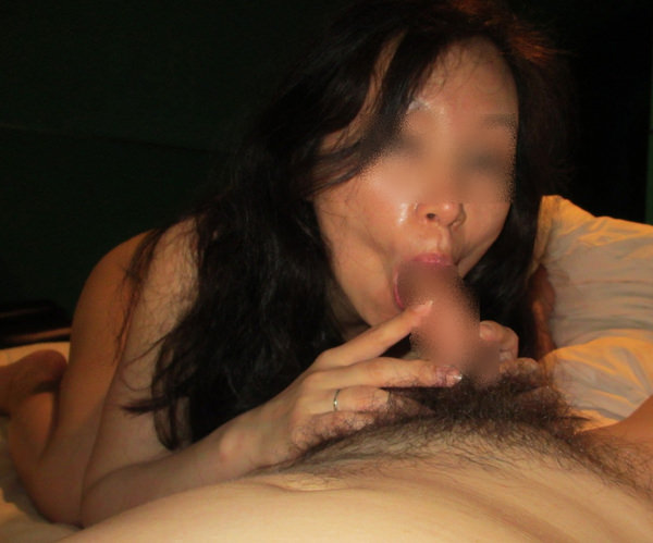 素人熟女のフェラ顔 19
