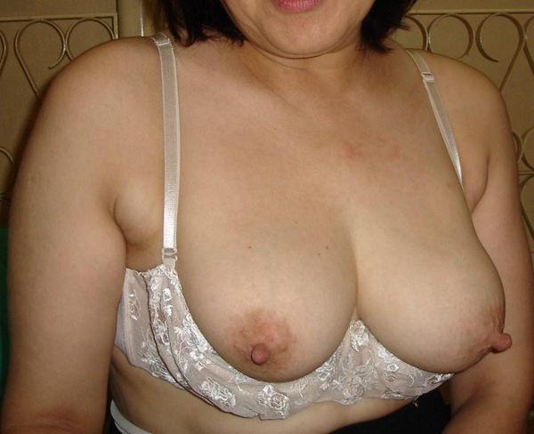 熟女の長乳首 6