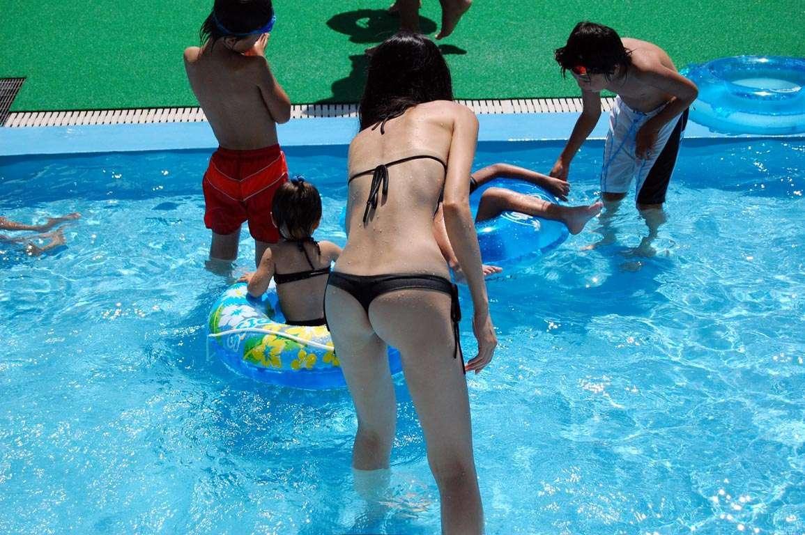 子連れママのドスケベボディの水着姿!産後の身体のこのエロさwwwww