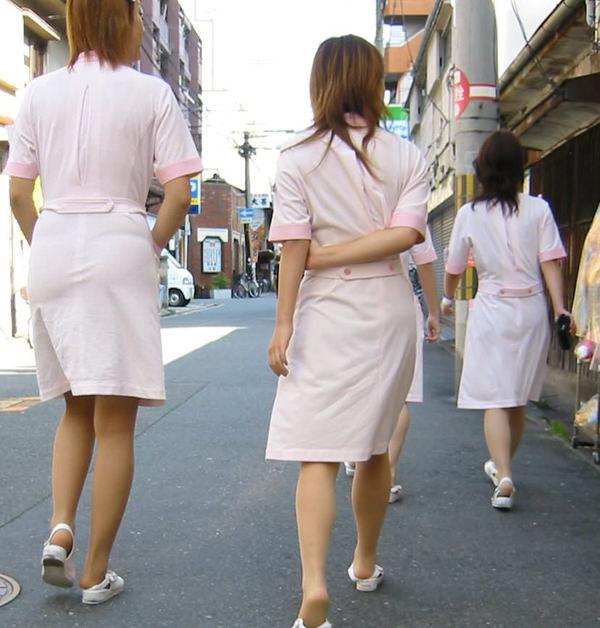 【ナース街撮り】お昼休みにナース服のまま外出する看護婦さんを隠し撮り