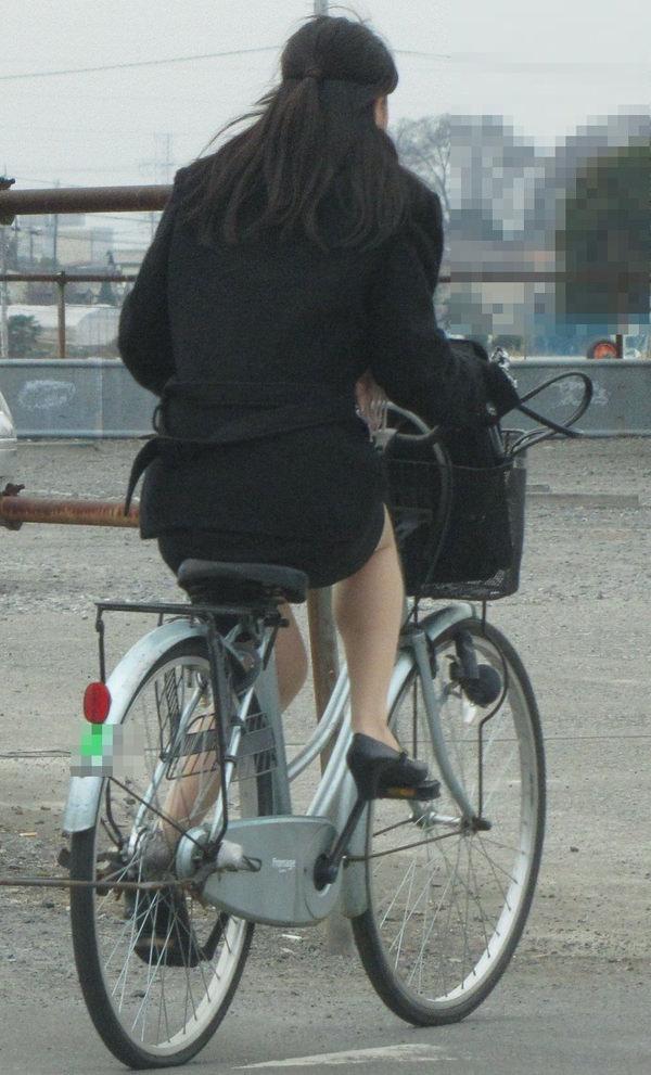 タイトスカートで自転車に乗ってるOLさん 8