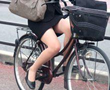 タイトスカートで自転車通勤中の素人OLの股間と尻がエロい!
