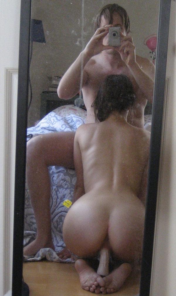 フェラの鏡撮りをする素人カップル 12