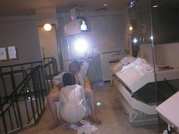 フェラを鏡撮りする素人カップル 17