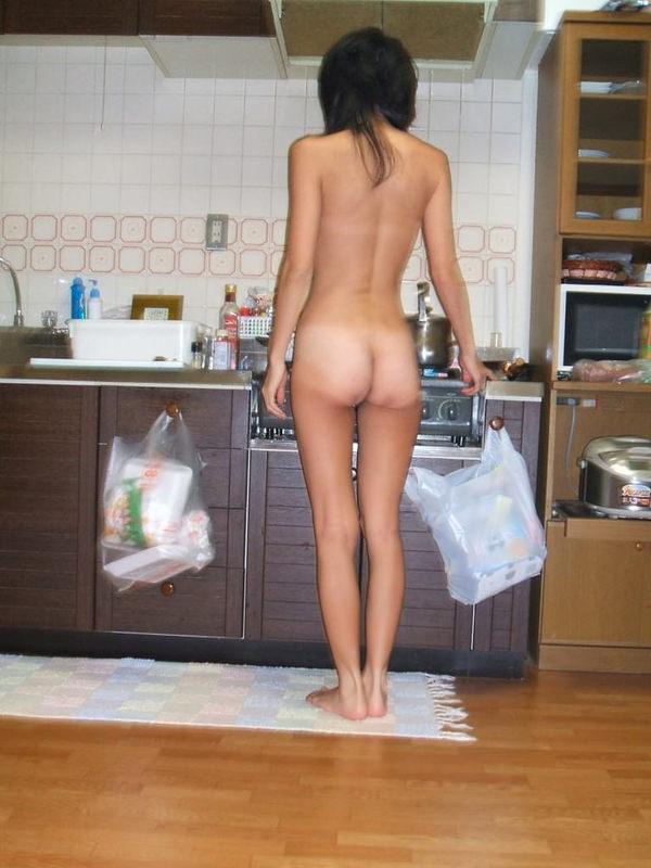 家庭内で全裸で過ごす素人 6