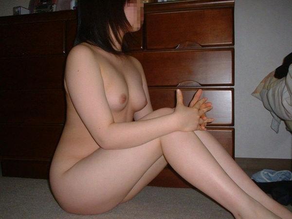 家庭内で全裸で過ごす素人 14