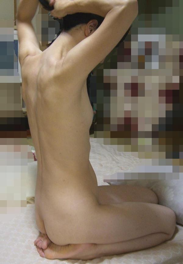 家庭内で全裸で過ごす素人 26