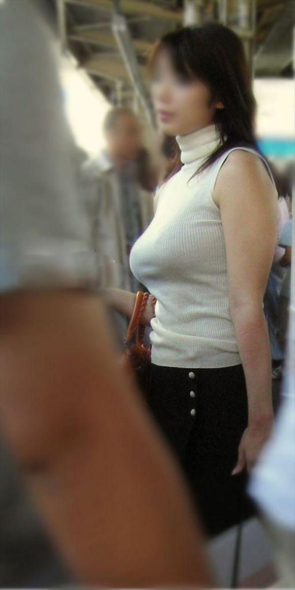 街撮りの素人のニット巨乳 18