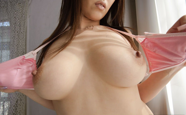 美乳の勃起乳首 5