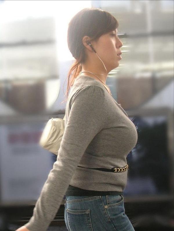 秋服の素人着衣巨乳 6