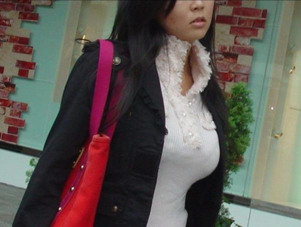 秋服の素人着衣巨乳 15