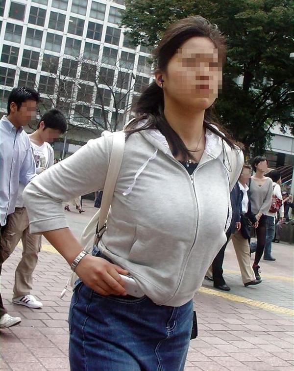 秋服の素人着衣巨乳 17